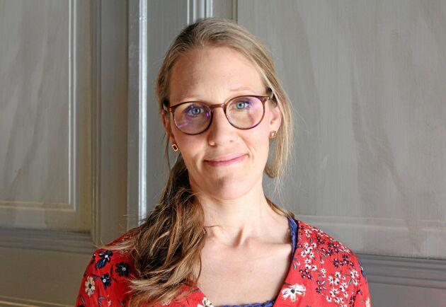 Elin Gustavsson driver verksamhet inom social omsorg, sida vid sida med lantbruket på föräldragården utanför Kristinehamn.
