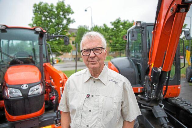 """Den ekonomiska smällen var stor. Håkanssons har nu i stället satsat på traktorer och grävmaskiner från japanska Kubota. """"Utan grävmaskinerna hade det blivit ett ännu större tapp. Så vi har ju delvis fått byta bransch också"""", säger Sven-Erik Nilsson."""