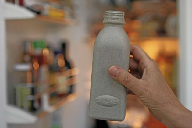 """Pappersflaskan """"Green fiber bottle"""" utvecklas av det danska företaget ecoXpac tillsammans med bland annat BillerudKornäs. Det kan bli den första flaskan i miljövänligt trä som också tål kolsyrad dryck."""