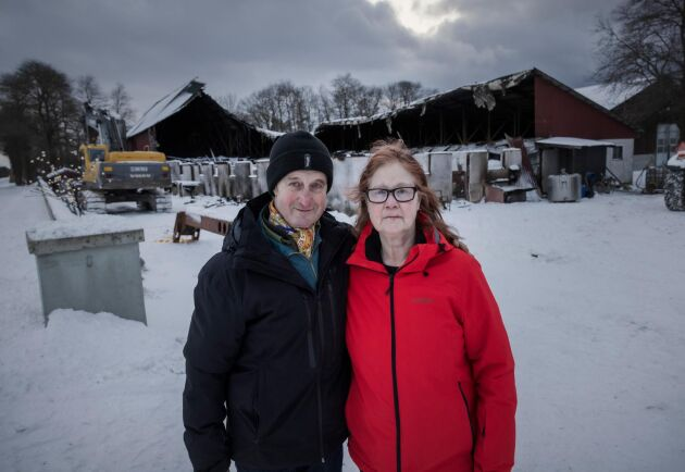 """Anders och Anneli Engström tror inte att de kommer att bygga upp ladugården igen. """"Det är vi för gamla för"""", säger Anders Engström."""