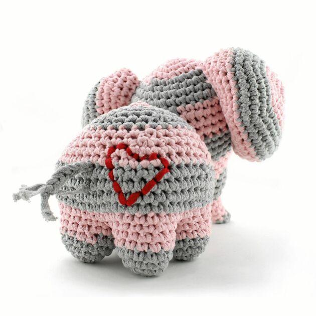 Ett tips! Brodera ett litet hjärta på elefantbaken.