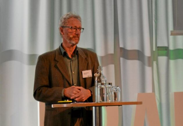 Gårdsstödet är ineffektivt som landskaps- och miljöstöd, hävdade nationalekonomen Mark Brady vid Agrifood Economics centre. Det är ett samarbete mellan SLU och Ekonomihögskolan vid Lunds universitet.