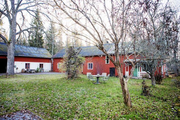 Gården är en liten bondgård som byggdes åt det nygifta paret Katarina och Karl-Fredrik 1911.