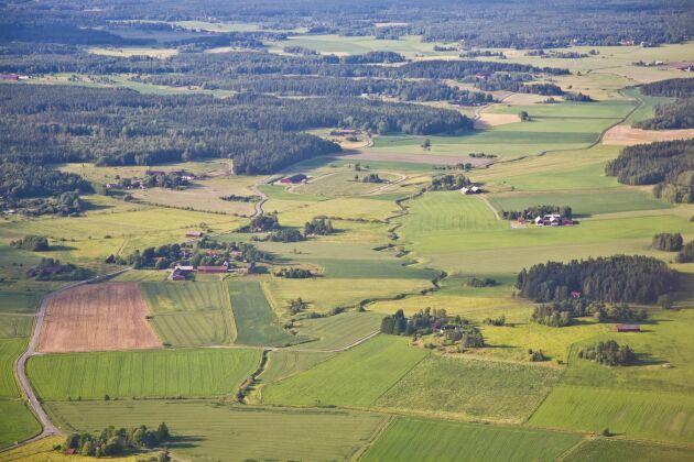 I södra Götaland är det genomsnittliga åkermarkspriset tretton gånger högre än i övre Norrland.