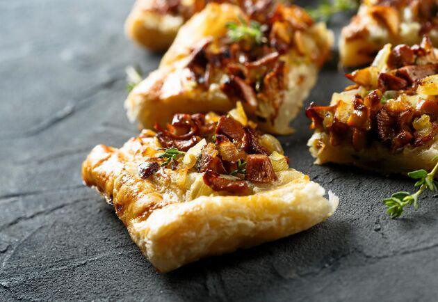 Skär upp pajen i portionsbitar när du serverar den.