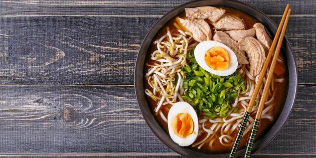 Ramen – nudelsoppa med kyckling och chili!