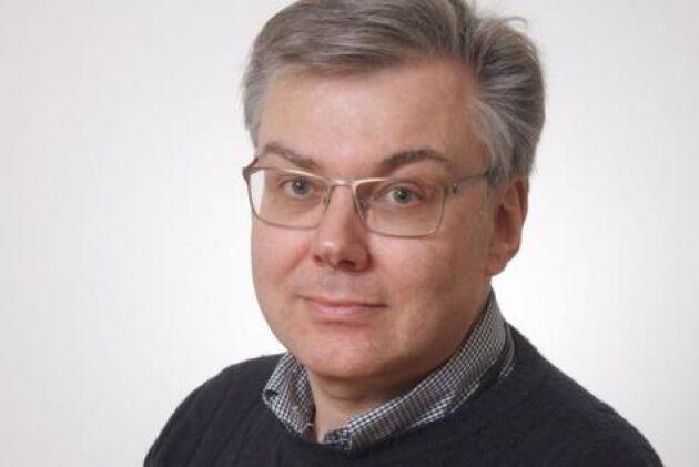 Enligt Johan Beck-Friis, veterinär och informationschef vid Sveriges veterinärförbund, saknas det rutiner för kastrering av höns.