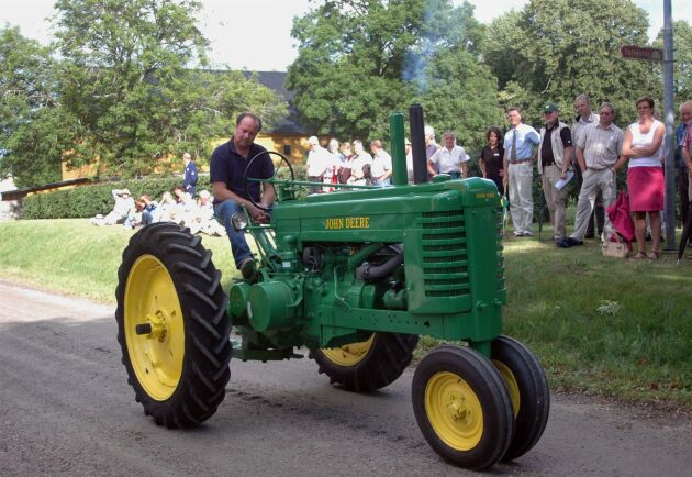 Arkivbild. Denna fina veterantraktor höll sig snällt på vägen när den paraderade förbi publiken vid en visning sommaren 2006.