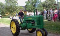Skenande traktor körde in i folksamling