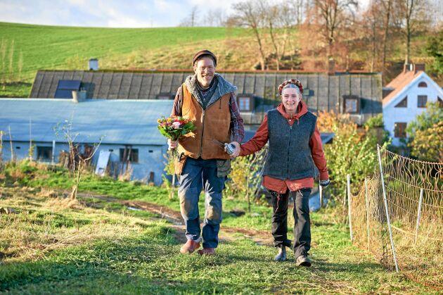 Vintervila på Mandelmanns gård. Gustav och Marie tar en promenad i sina vackra omgivningar.