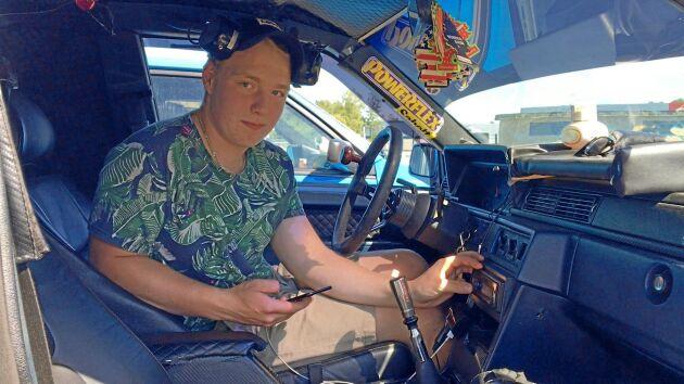 """""""Det är roligt att skruva med sina kompisar och ännu roligare att skruva själv hemma"""". Att köra A-traktor har många tjusningar men ger också verkstadsvana, understryker Hjalmar Andersson."""
