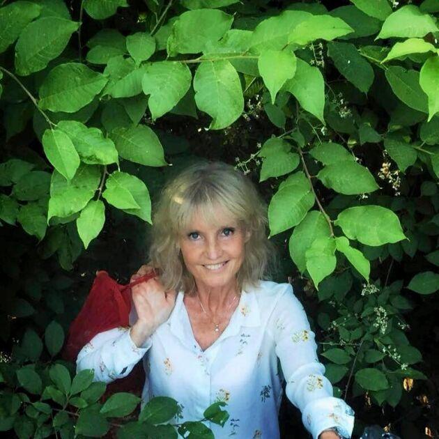 Marie-Louise Eklöf har kommit på ett effektivt sätt att skydda sig mot fästingar när hon är ute i naturen.