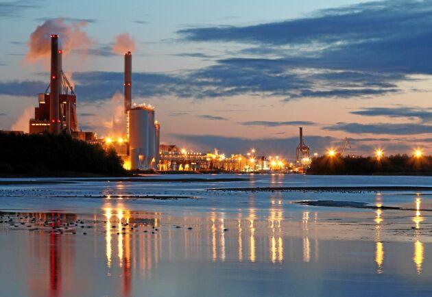 Stora Enso ställer om produktionen vid bruket i Uleåborg från tryckpapper till kartong.