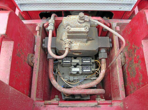 Utrustningen tar plats i fronten och därför kunde man inte använda frontlastare. Vilket var till nackdel då T 650 var en mellanmodell som kan användas till lastning.