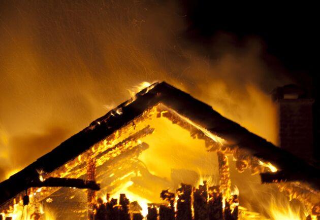 Fyra ladugårdsbränder på bara några dagar. Nu ska polisen utreda om det finns något samband mellan dem. Arkivbild.