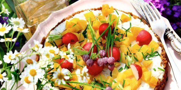 Böcklingtårta med inlagd gurka och gulbetor