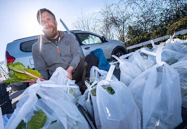 Beställningar redo för avhämtning hos Johan Widing från Bokelundsgråden. I coronakrisens spår söker sig allt fler lokala matproducenter och kunder till rekoringarna.