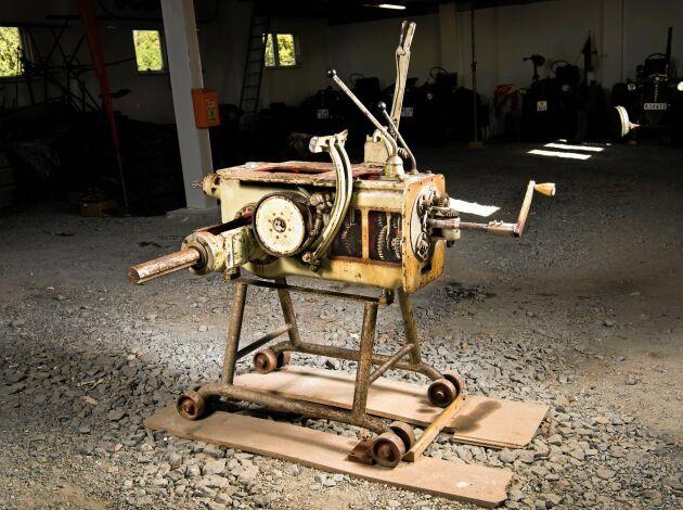 En unik växellåda. När Zetor startade sin tillverkning av traktorer 1947 behövdes en sådan här växellåda där de anställda kunde lära sig hur den såg ut och där bromar och kraftuttag kunde ses. På den här modellen kan man se hur växellådan på en Zetor är uppbygd. – Jag vågar nästan påstå att vi är ensamma i världen om att ha en sådan här modell, i alla fall i Sverige, säger Christer Olsson.