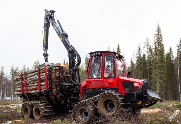 Även 12-tons skotaren 845 har fått nytt chassi, ny motor och nytt styrsystem.