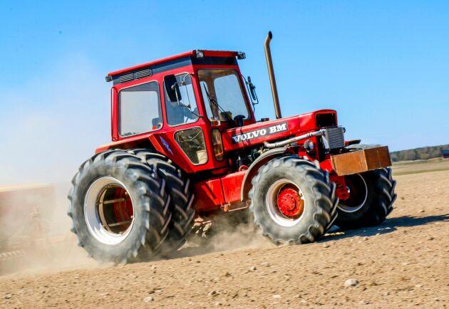 Alexander Gunnarsson har själv plockat ihop traktorn som examensarbete. Det tog två år.