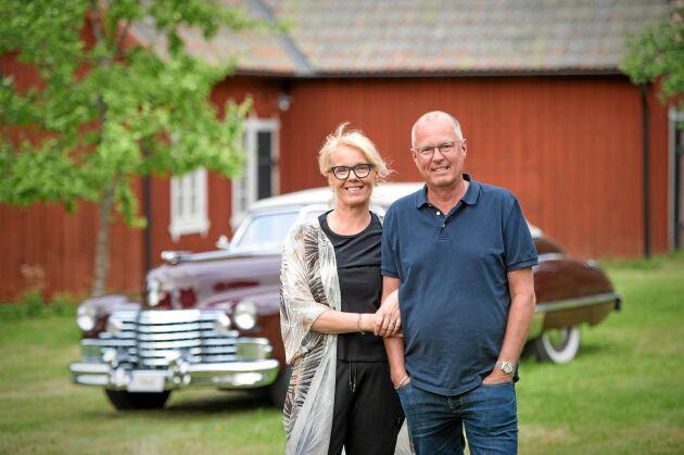 Christer med hustrun Helen hemma i Sandviken, varifrån de tar sköna turer med sin dyrgrip.