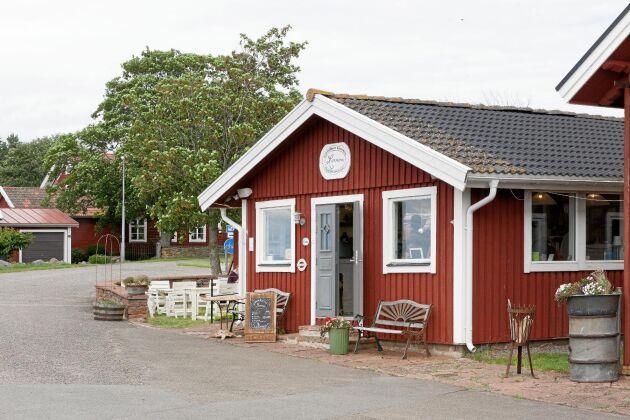 i den gamla fiskeboden driver Anita nu Mormors Stenugnsbageri och kaffestuga.