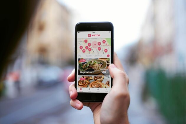 I Karma-appen kan butiker och restauranger sälja ut mat som annars skulle slängas.