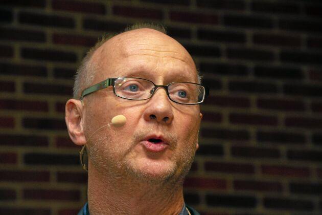John Elmergård Olsen är professor i veterinärklinisk mikrobiologi vid Köpenhamns universitet.