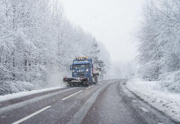Peab plöjer sig fram bland konkurrenterna. NCC och Skanska har svårt att hänga med i snösvängarna.