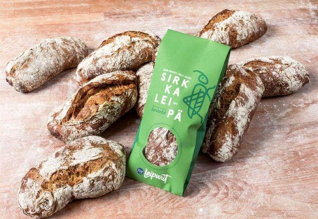 I fredags började brödtillverkaren Fazer sälja sitt syrsbröd i visa butiksbagerier i Helsingforstrakten.