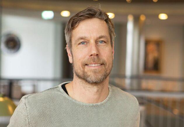 """""""Vi kommer fortsätta att ta ut angripna träd, men då är det viktigt att skilja på de som angreps i våras och vid sensommarens svärmning"""", säger Henrik Holmberg, Södra."""