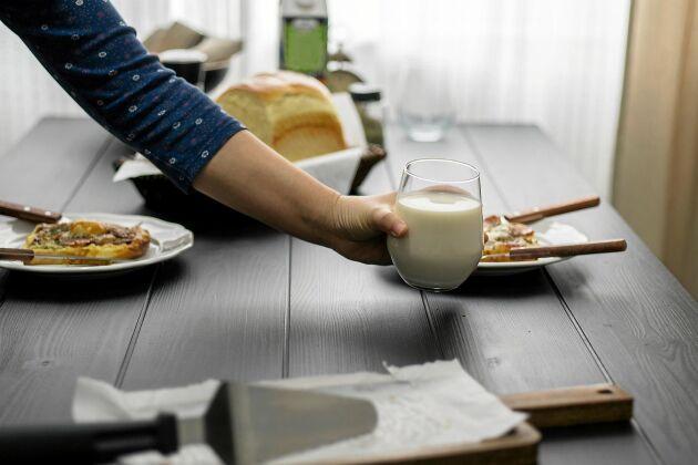 Ica ökade sin mjölkförsäljning efter Oatlys Spola mjölken-kampanj.