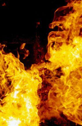 De boende klarar brand i trähus, men inte själva huset, anser kritiker.