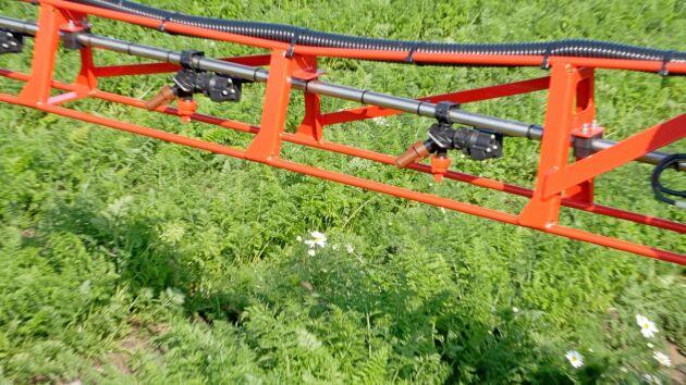 Med en sensor som monteras direkt på sprutan eller traktorn ska det på sikt bli möjligt att reglera sektionsavstängningen under färd.