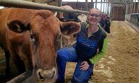 Hon bjuder in till koinsläpp på gården