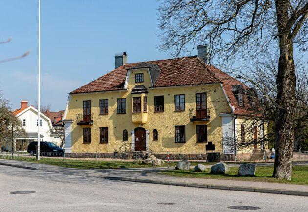 Det gamla järnvägshotellet i Slöinge med sina vackra miljöer blev perfekt för Daniel och Annas kafferosteri och kafé.