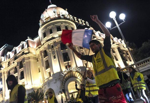 """Rörelsen """"De Gula Västarna"""" vid en demonstration i Nice."""