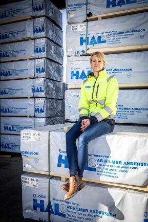 Innan hon tog över som vd arbetade Kari Andersson med bland annat marknad, försäljning och produktionsplanering i företaget.