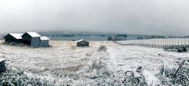 Mellangården i Klövsjö - efter snöfallet.