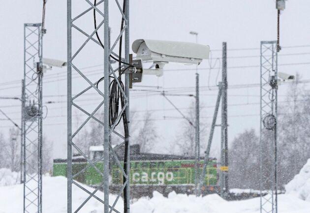 Terminalen ligger strategiskt vid järnvägen med möjlighet att lasta timmer både på finsk och svensk järnväg.