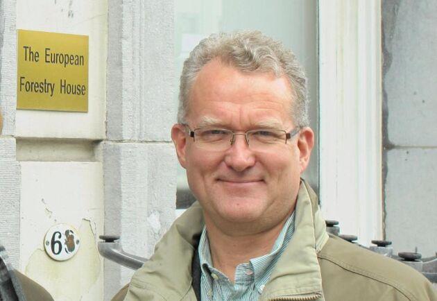 Lennart Ackzell ägnar tid att att träffa EU-politiker och förklara skogsfrågor.