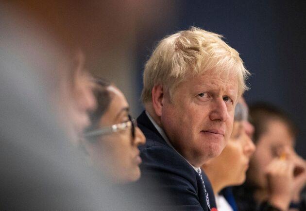 """Storbritanniens premiärminister Boris Johnson överger sin linje om att lämna EU """"med eller utan avtal""""."""