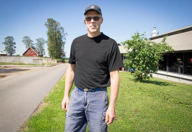 Totalt fyra kilometer fiber grävdes ner på Stefan Carlssons två fastigheter i Halland.