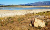 Lantbrukare gör vattendonation till Kapstaden