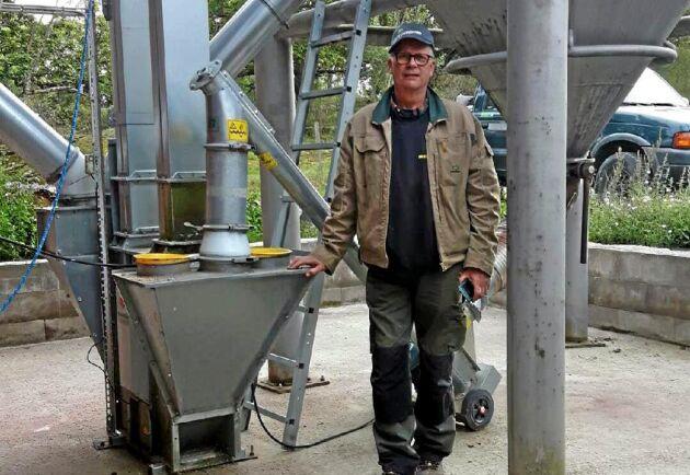 Karl-Erik Danielsson, Hacksta Gård utanför Uppsala, fick väntat i över en vecka på att Lantmännens ska hämta hans spannmål.