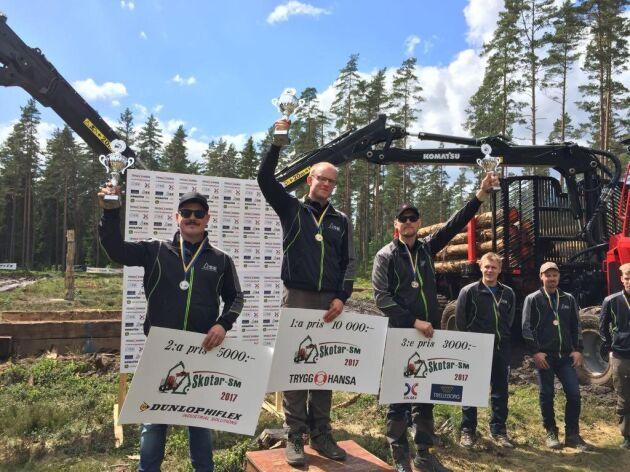 På pallen i årets Skotar-SM från vänster Anton Folkesson tvåa, SM-mästaren Martin Svensson och trean Henrik Blixt.