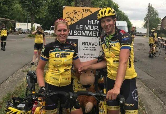 Här har Ida och Jakob Persson precis cyklat upp för Mur De Huy i Belgien, som är en 1300 meter lång backe med en max lutning på 26 procent. Bilden är från 2017.