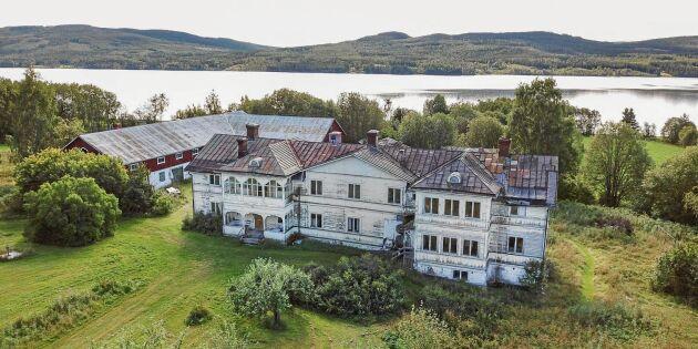 """""""Träslottet"""" Logården med 23 rum till salu – en sekelskiftesdröm"""