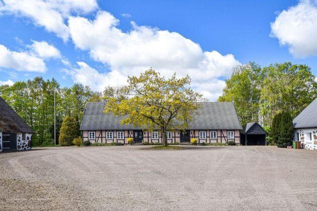 """Ugglarps gård: """"Gården utmärker sig inte bara genom att vara en av de """"dyraste"""" utan även dess flera olika verksamhetsgrenar"""", skriver mäklare Felix Lindström på Skånegårdar till ATL."""