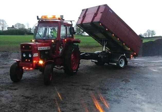 Traktor och kärra är i absolut bästa skick. Vilket fantastiskt jobb, Rasmus!
